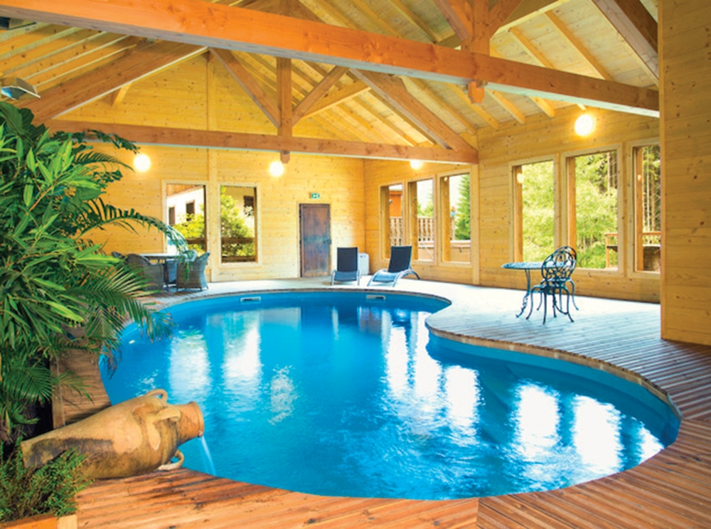 Small apartment with access to heated indoor swimming pool, sauna & hot tub