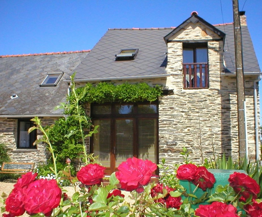 Self Catering Brittany Holiday Cottages in Masserac, France - Wisteria Barn
