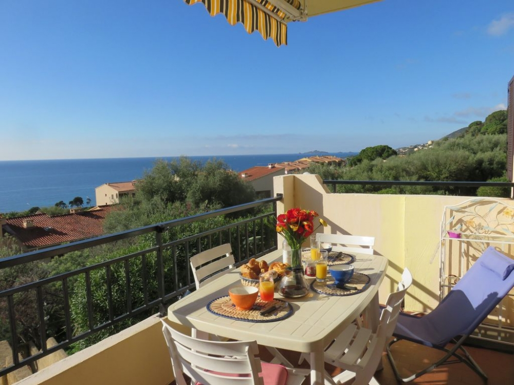 Bright and Spacious Holiday Apartment on the Gulf of Ajaccio, Corsica, France
