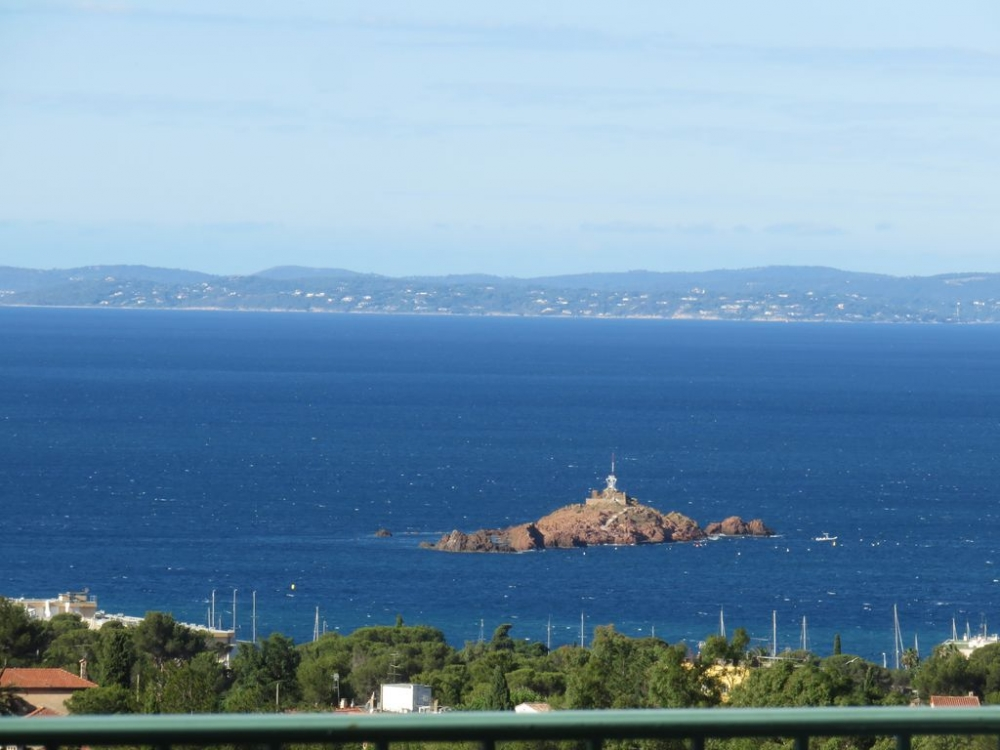Luxury Duplex Apartment on the French Riviera, ​​Saint-Raphaël, 2 km to Beach