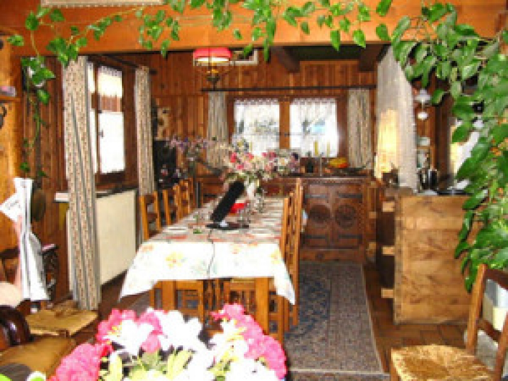 Five charming Bed and Breakfast Rooms in a traditional Alpine style Chalet, Les Houches, Chamonix