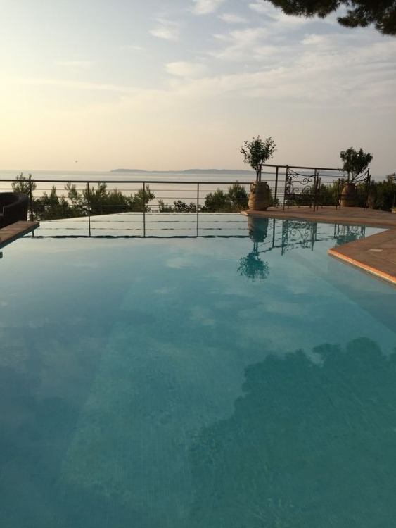 Elegant Le Lavandou House with Private Pool, Beautiful Garden with Stunning Sea Views