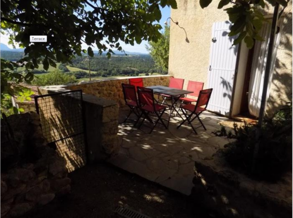 Ground Floor Holiday Apartment Rental in Puimoisson, Provence