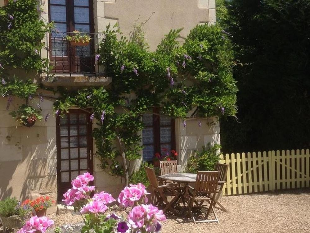 St Remy-sur-Creuse Holiday Rental Gites, Vienne - Fleurs de Glycine