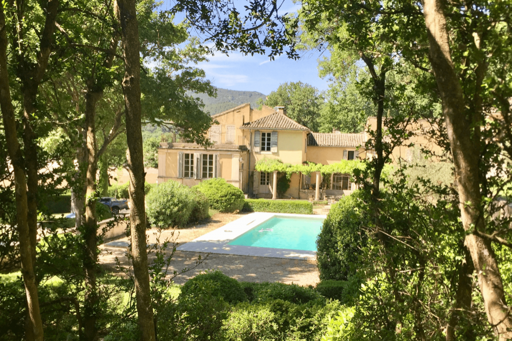 Le Manoir de Lourmarin … A luxury property among a wine-producing vineyard outside Lourmarin …
