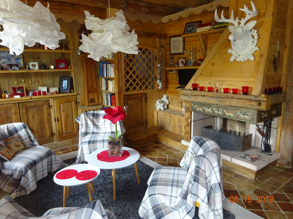 Megeve Holiday Apartment set in a Chalet, France - Great Skiing, Lovely Views