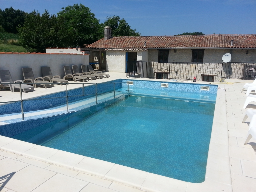 Wonderful and Spacious Gite with Private Heated Pool in Champagne-et-Fontaine, Dordogne - L´Hibou