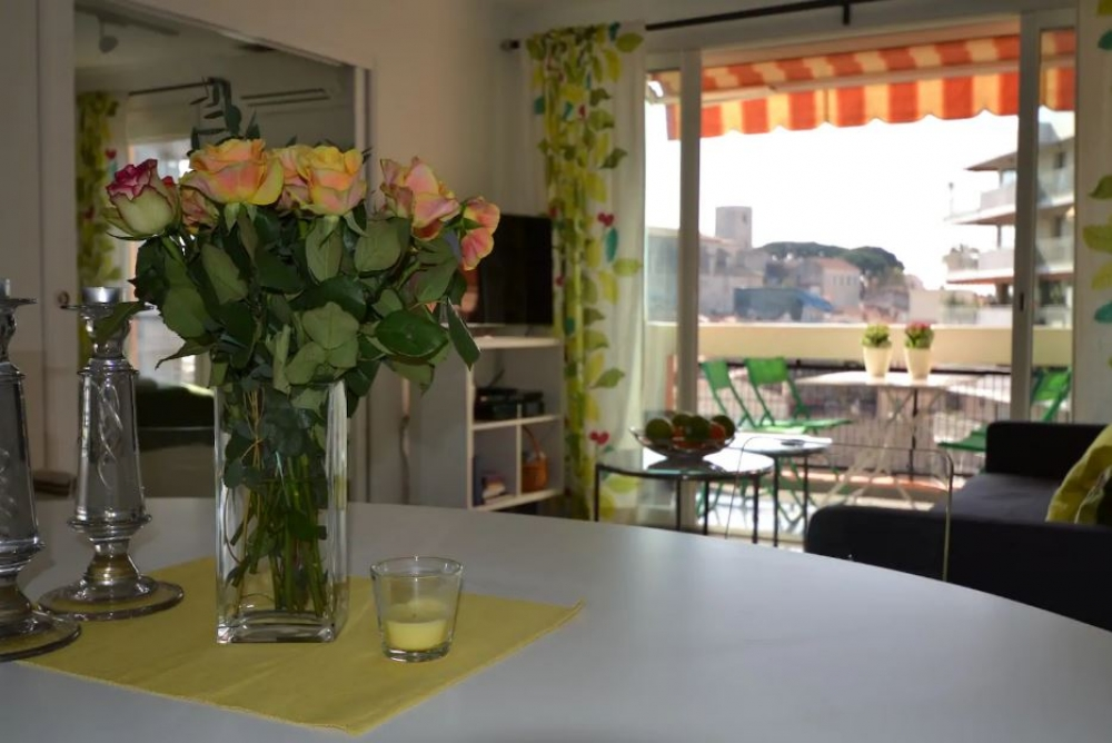 Bright, Modern and Spacious Holiday Apartment in Central Cannes - Mandariniers 32A