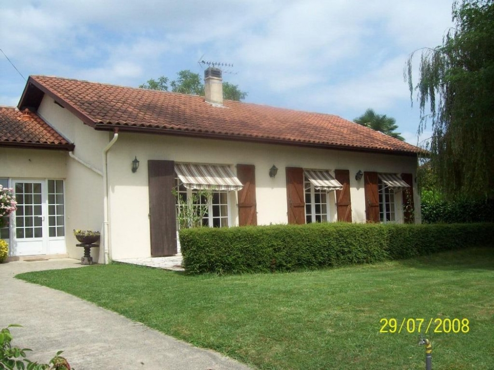 Beautiful Holiday Home with Private Pool In Orthez, Near Biarritz and Lourdes