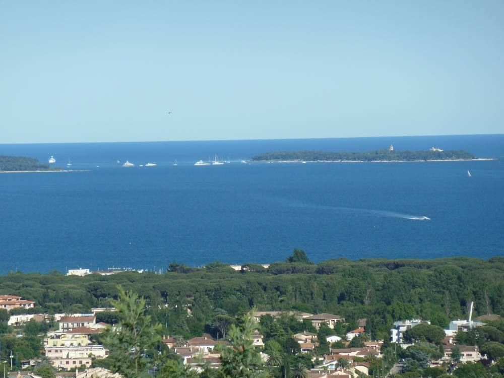 Apartment in Mandelieu la Napoule, Great Views, Shared Pool