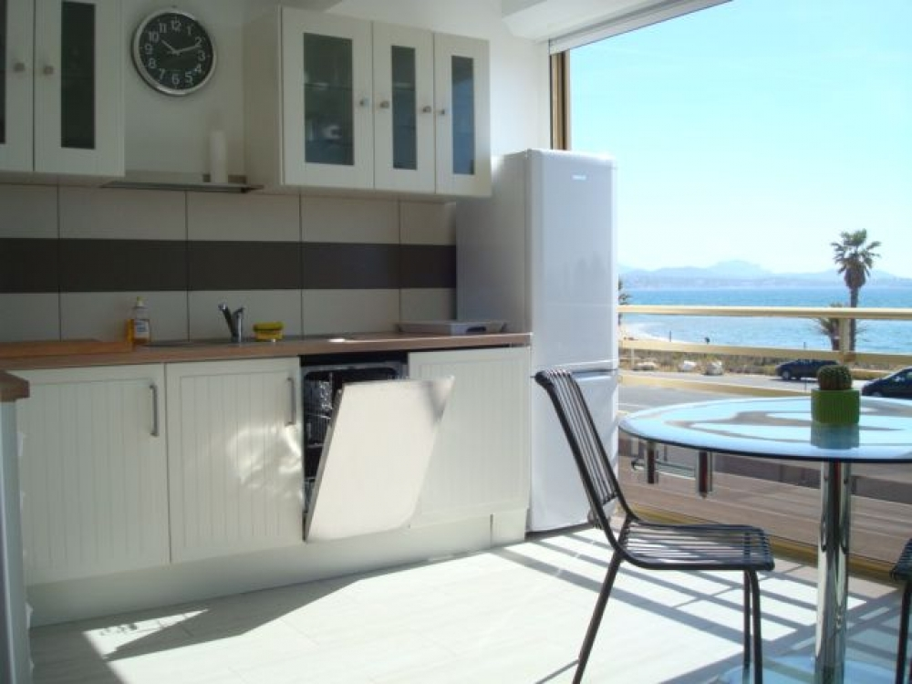 Lovely Studio Apartment in Saint-Aygulf, Near Frejus - Superb Sea Views