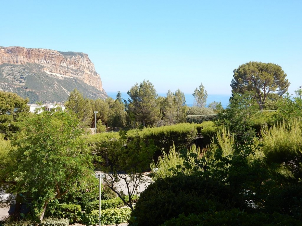 Beautiful Apartment with Sea Views, Ideally Located in Cassis Near the Harbour