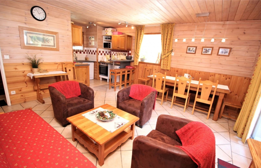 "Chalet Deleglise - Charming 6 Bedroom Duplex in Valfrejus, opposite the Vanoise National Park in ""Terra Modana"""