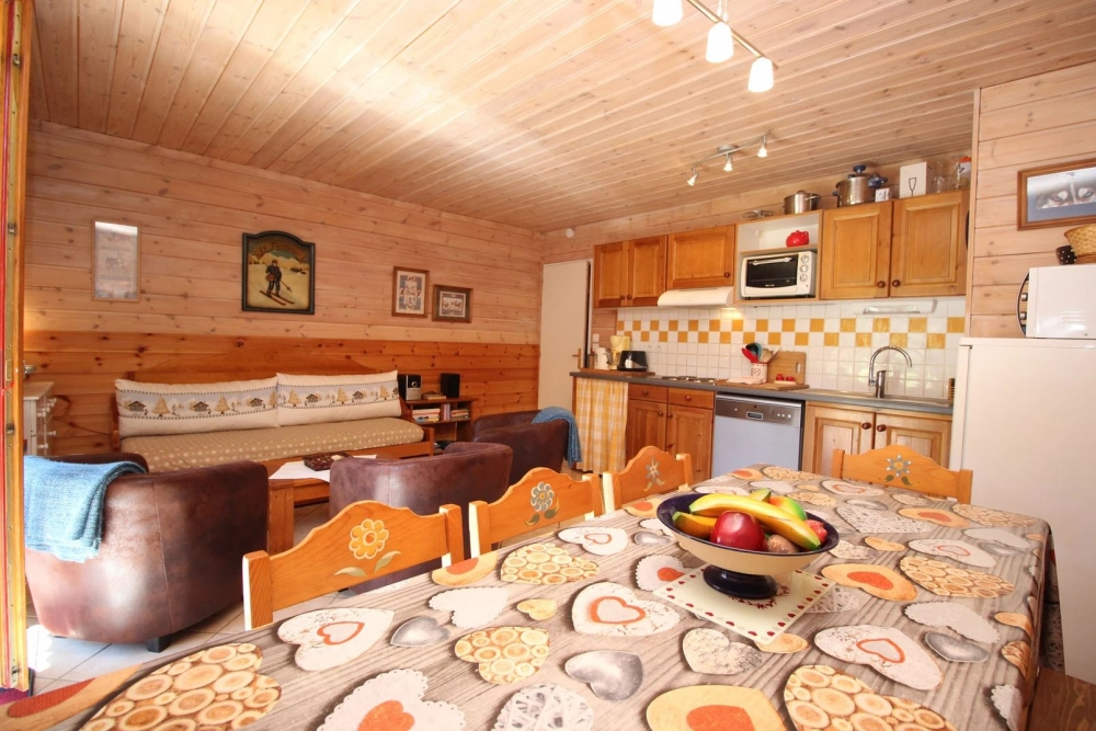 "Chalet Deleglise - Beautiful 2 Bedroom + alcove Apartment in Valfrejus, opposite the Vanoise National Park in ""Terra Modana"""