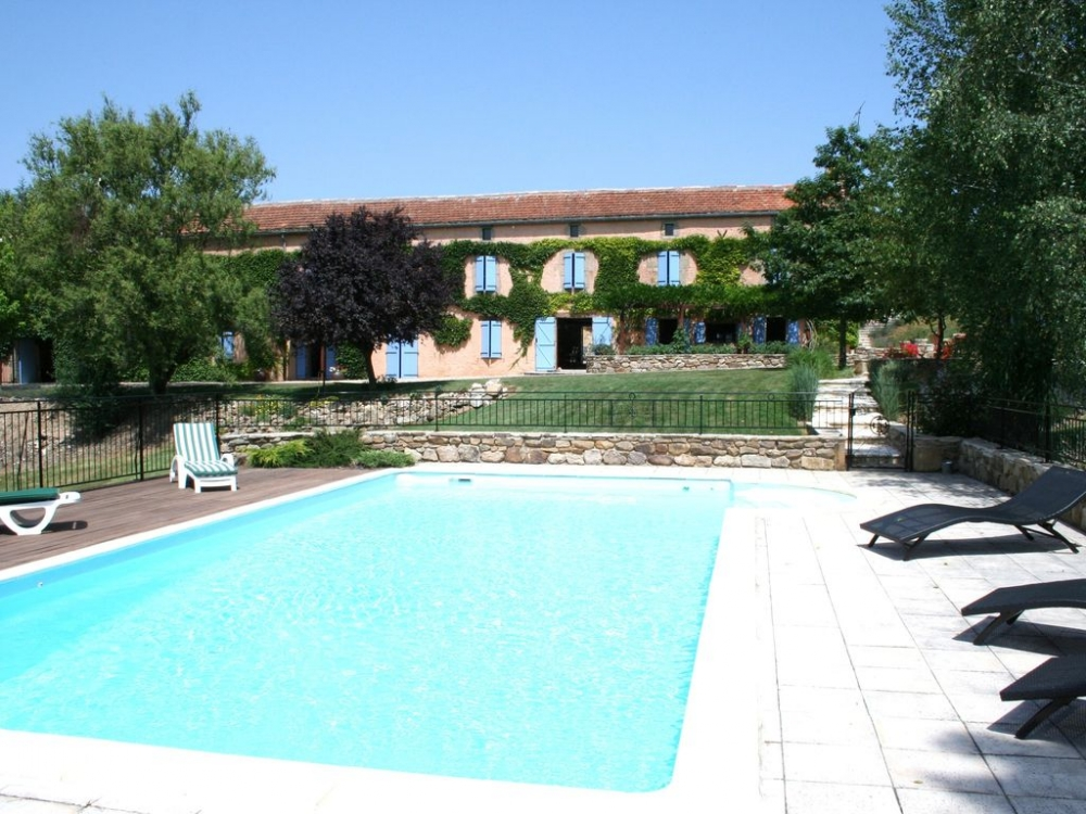 Private and Tastefully Furnished Farmhouse with Pool in Tarn, South West France
