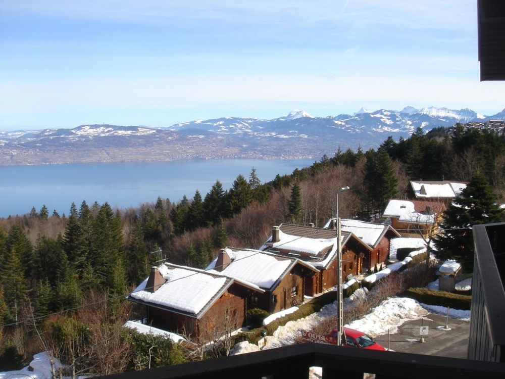 Smart 2 Bedroom Apartment in Thollon with Superb Lake views, Minutes from Ski Runs