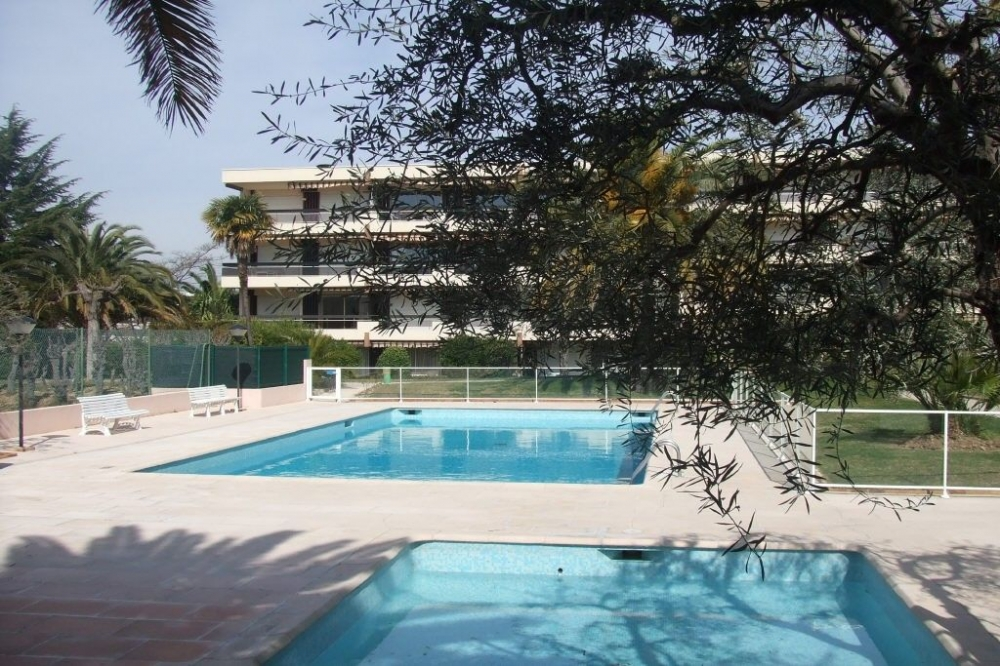 Newly Refurbished Apartment Between Juan Les Pins and Antibes - Perfect for Friends, Couples and Families