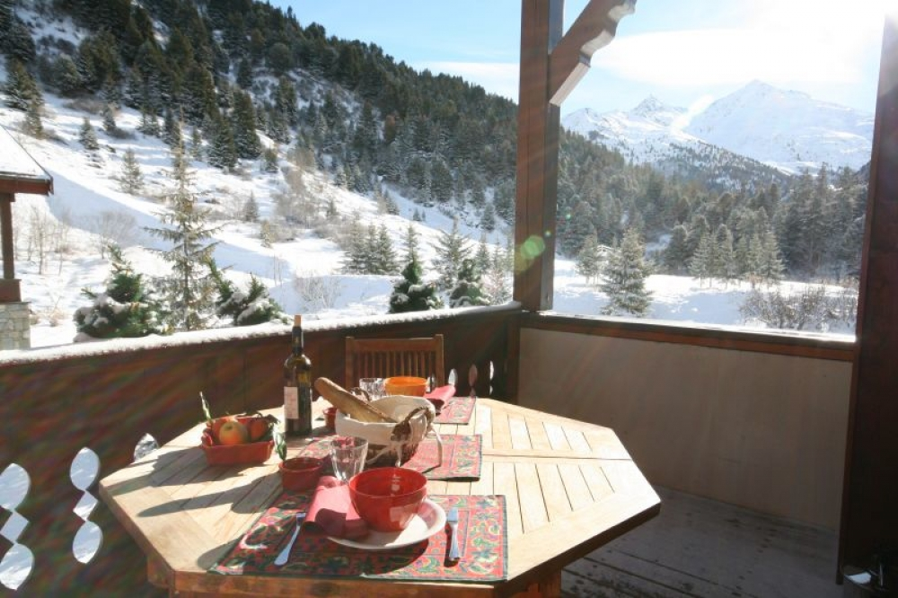 Charming Apartment set in a Chalet with exceptional Views, Near Skiing - Mottaret 1850M, France