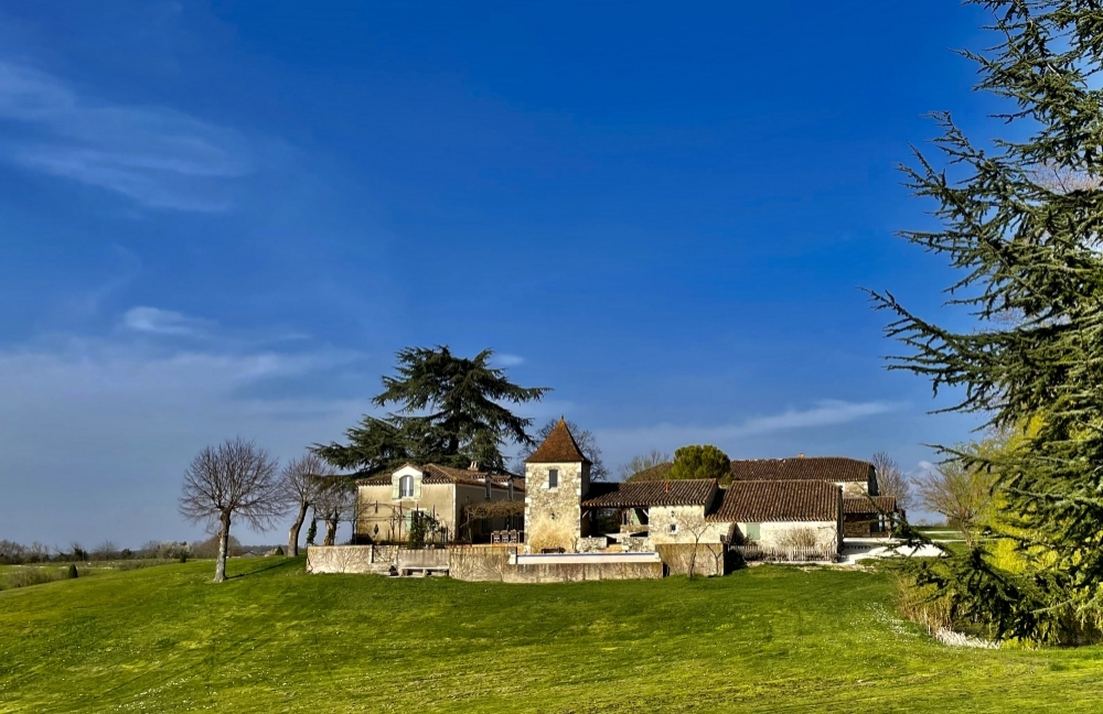 Luxury Converted Barn and House with Private Pool, Tennis Courts and Vineyard - Lot-et-Garonne, South West France