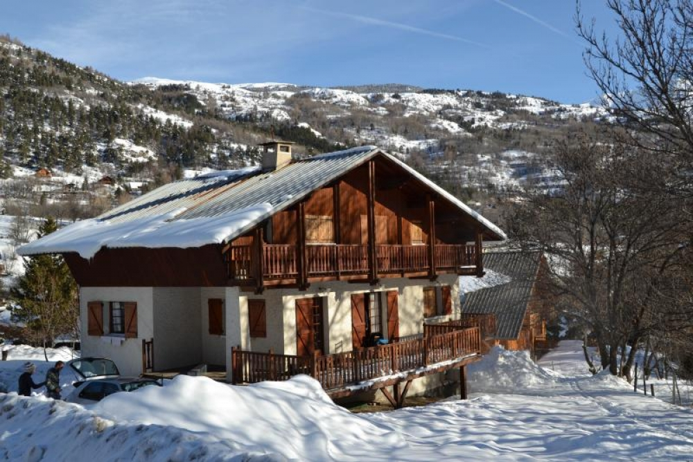 Chalet Apartment in Villeneuve La Salle, At the foot of Ski Slopes, Serre Chevalier