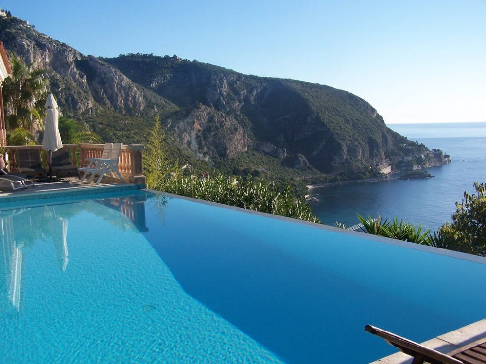 Wonderful 2 Bedroom Eze Apartment with 180° Sea Views, Heated Infinity Pool and Beautiful Gardens