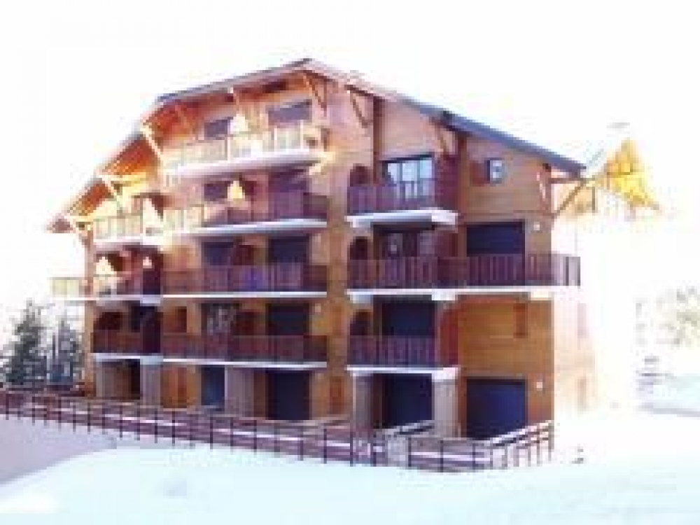 Centrally Located Les Rochers Blancs Duplex Apartment in La Joue du Loup, Hautes Alpes