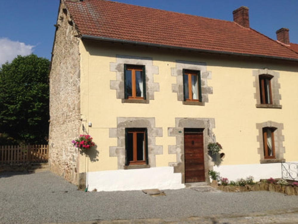 Bluebell Cottage - Lovely Furnished Meadow View Gite in Janaillat, Limousin