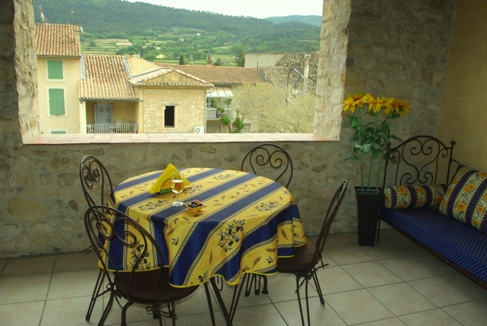Beautiful Old Stone Village House in Sablet, Cote du Rhone Wine Country - La Trouvaille