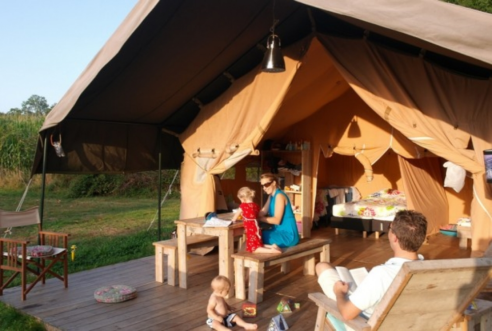 Domaine des Hirondelles - small, family holiday park. - Luxury Safari Tent  With Private Bathroom, Dordogne