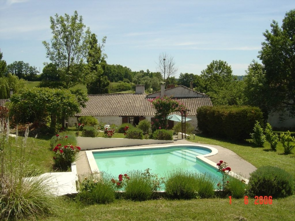 Delightful, Spacious Cottage With Private Pool - Set in a Quiet Hamlet in Thenac, Dordogne
