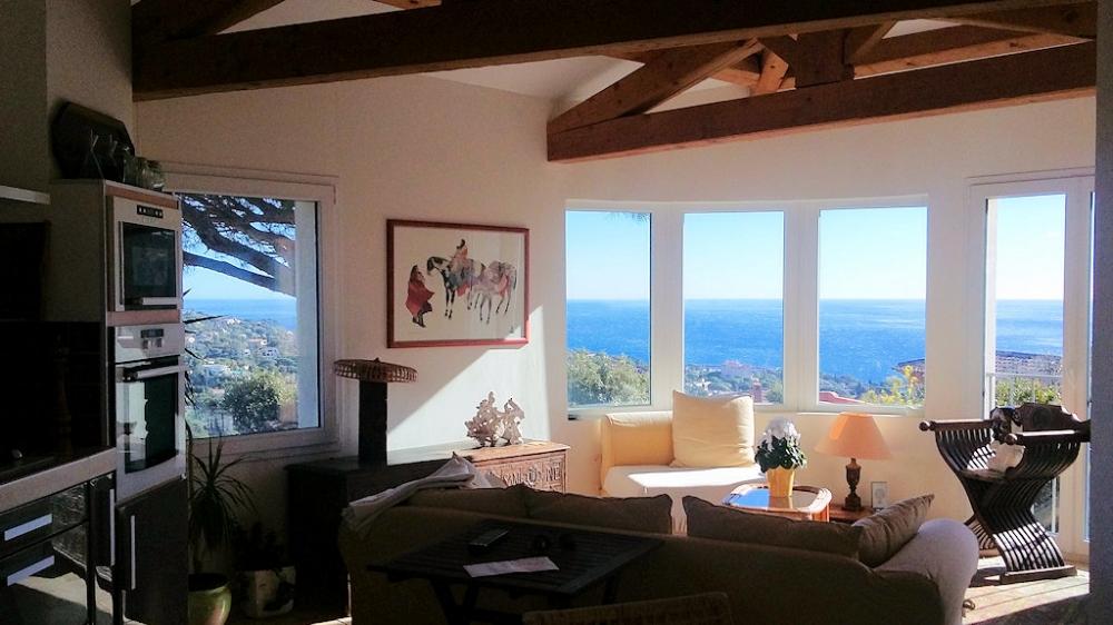 Belle villa située aux Issambres, à l'entrée du Golfe de Saint Tropez, exposition sud, très belle vue mer et collines, piscine privée, jardin