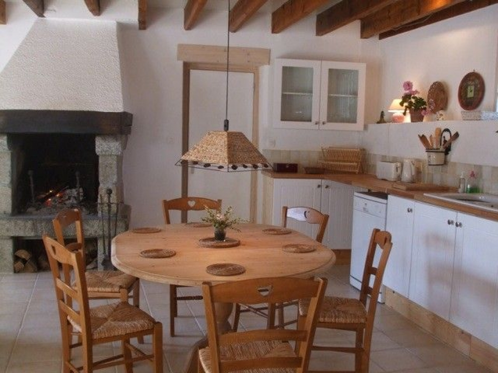Beautiful Renovated and Peaceful Stone House Near Le Mont St Michel, Champeaux, Normandy