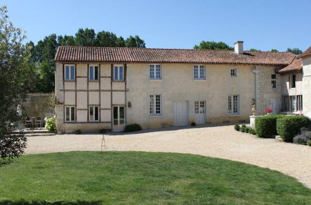 Wonderful Duplex Gite with Salt-Water Pool - The Petite Grange