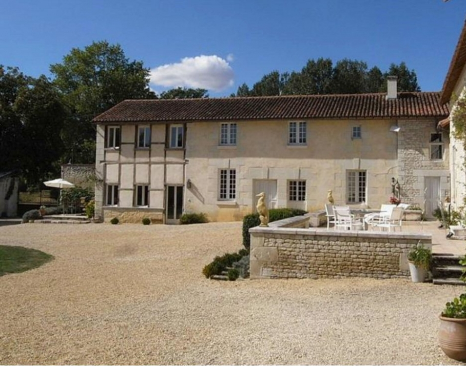 Lovely Duplex Gite in Saires, Vienne - The Petite Manoir