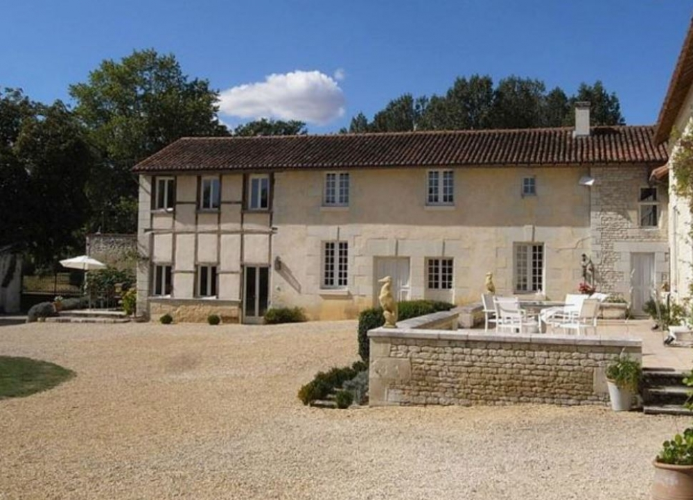 Beautiful and Charming Gite with Salt-Water Pool in Vienne - Petite Grange and Petite Manoir
