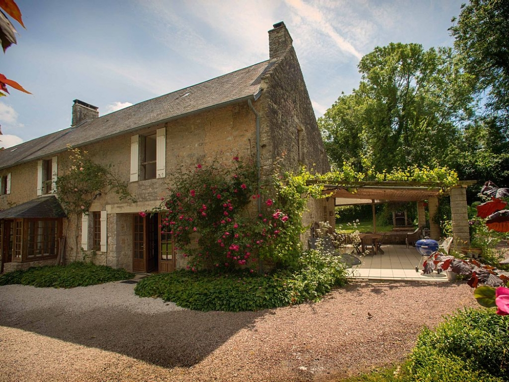 The Pond Cottage - Beautiful, Spacious Converted Cottage at Chateau de Monfreville in Normandy -