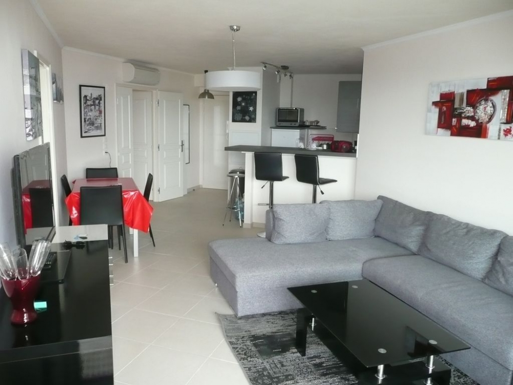 Beautiful Modern and Spacious Apartment with Sea Views in Cavalaire-sur-Mer, Cote d'Azur