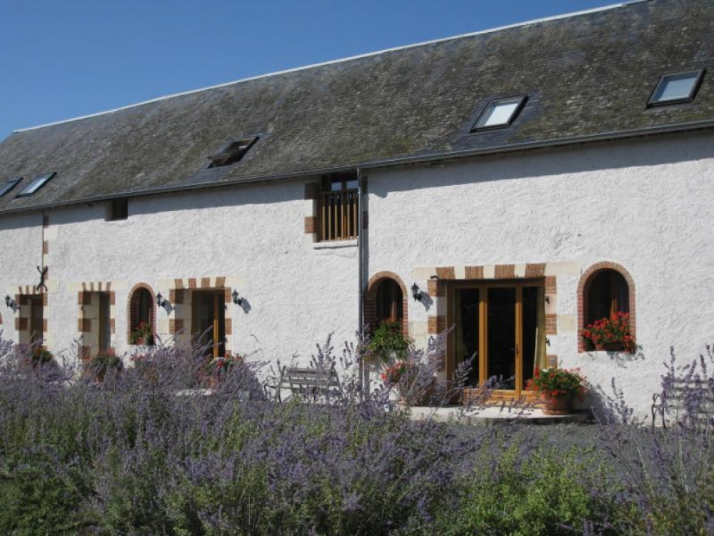 Self-Catering Holiday Gites in with Heated Pool in the Loire Valley - Le Grebe