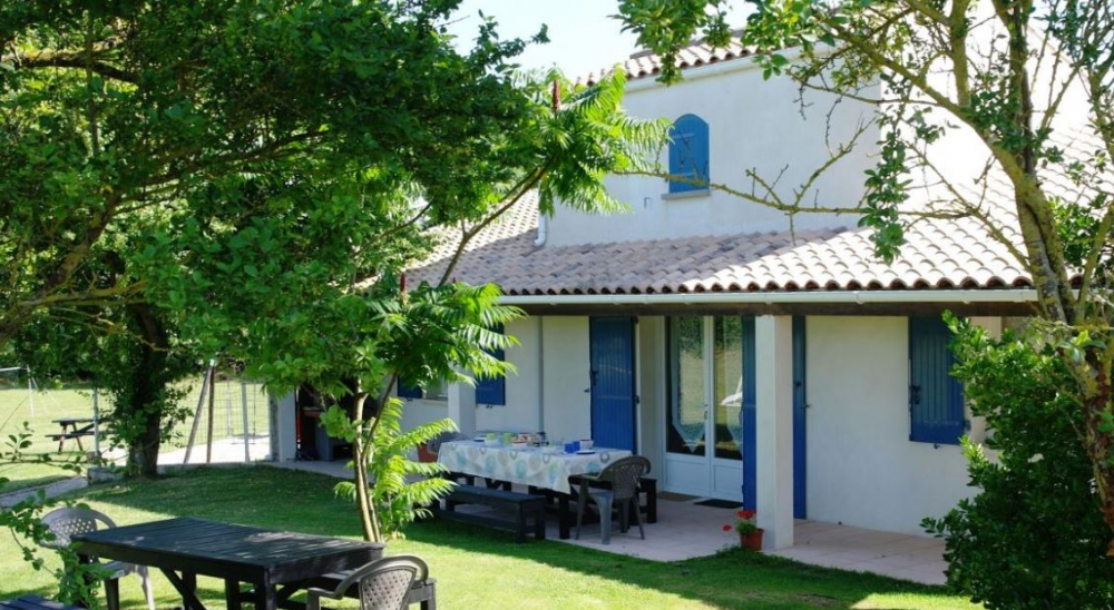 Self Catering Gites with Heated Pool near La Rochelle - Maison Gite