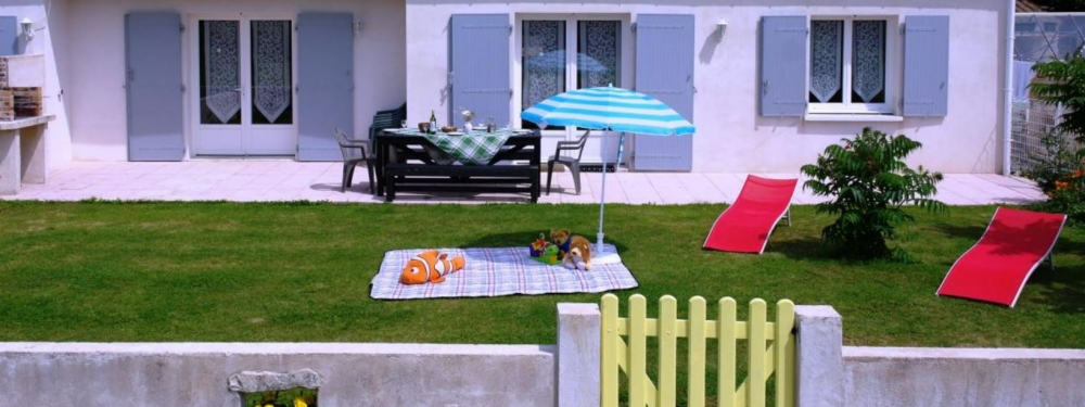 Family Friendly Boutillon Gites with Heated Pool near Verines and Angliers - Ecurie