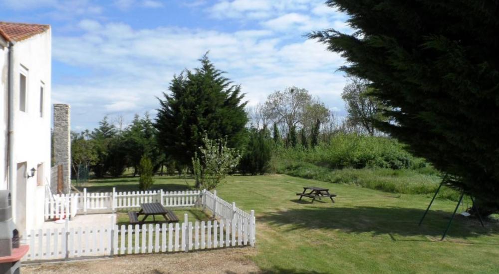 2 Bedroom Holiday Gite with Heated Pool near La Rochelle - Duplex
