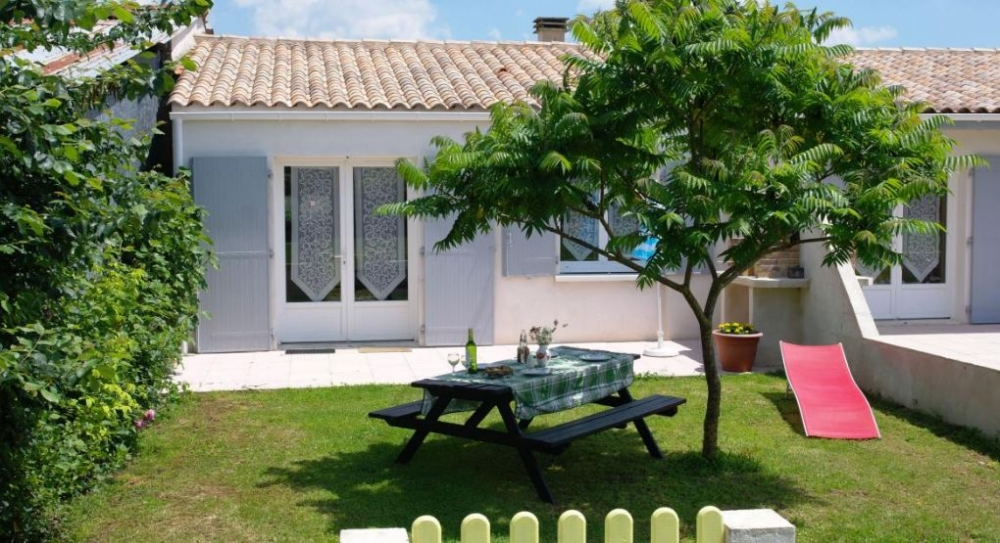 Family Friendly Gite with Heated Pool near La Rochelle - Puce Gite, Sleeps 2/4