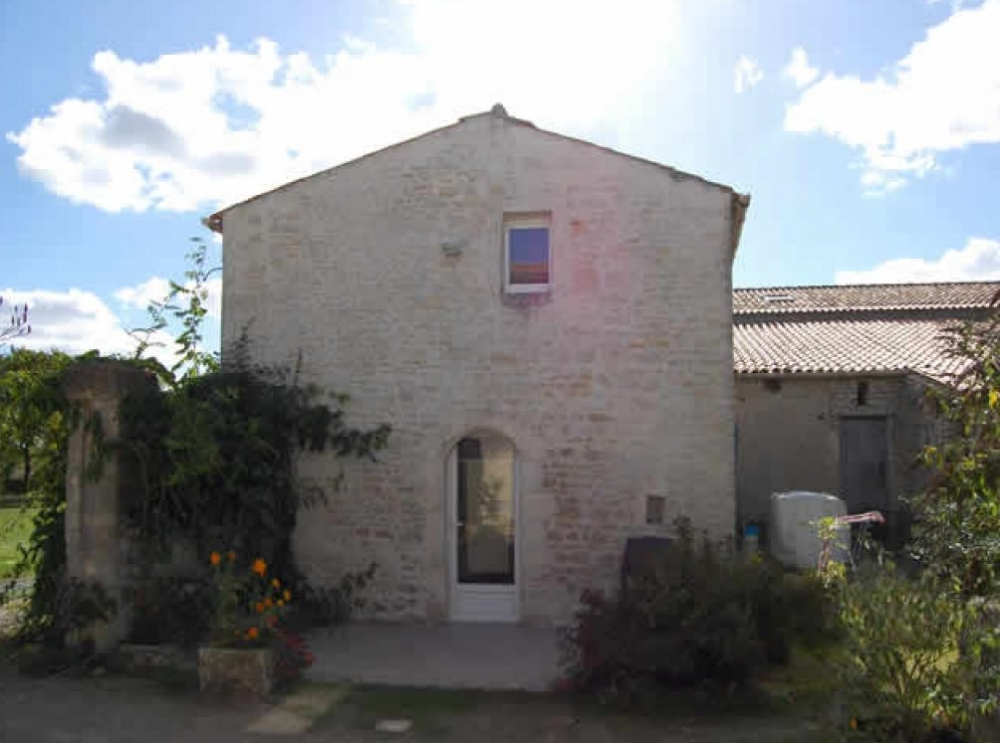 Charming Self Catering Holiday Gites in Villedoux near La Rochelle - Gite Bouton d`Or