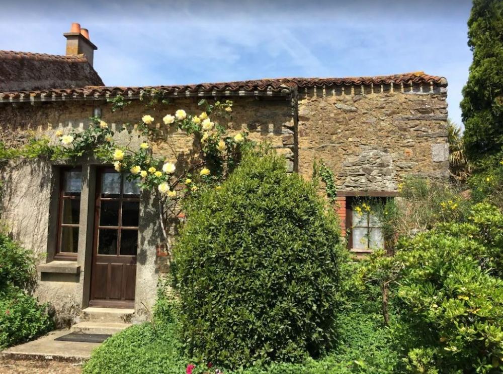 Charming Country Cottage Near La Châtaigneraie, Southern Vendée