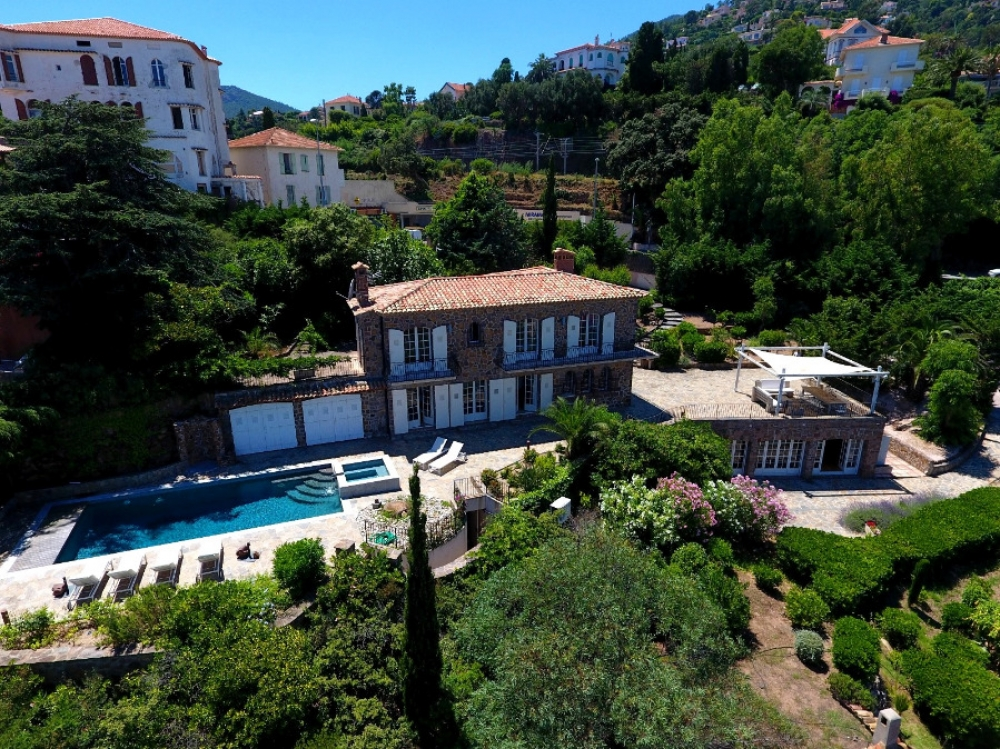 Spectacular Luxury Villa with Private Beach Access, Pool and Jacuzzi in Theoule sur Mer, Cote d`Azur - Villa Sasso Forte
