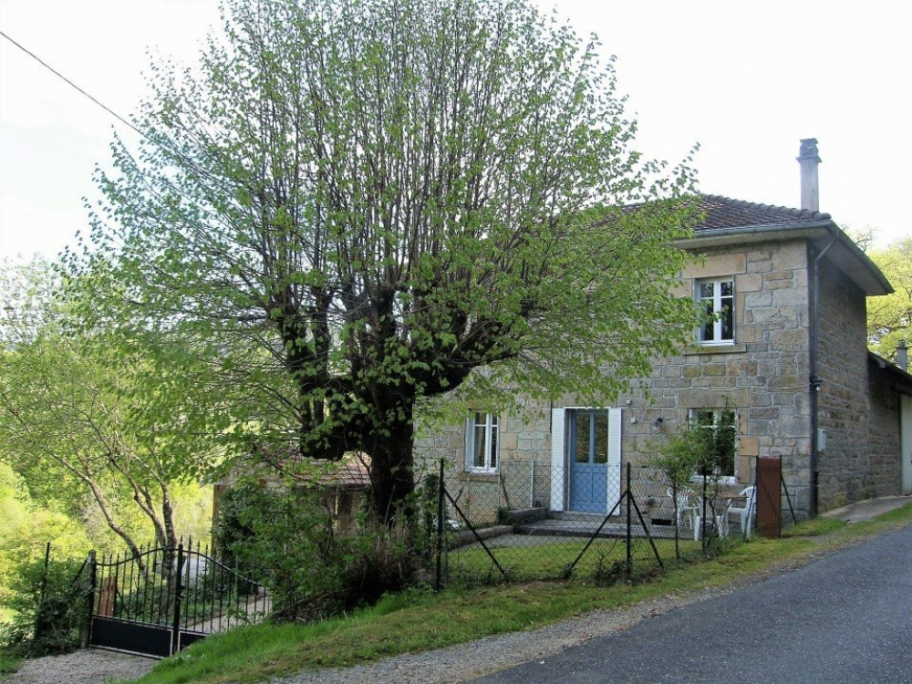 Luxurious Fontchauvaux Gite in Limousin - Honeysuckle House
