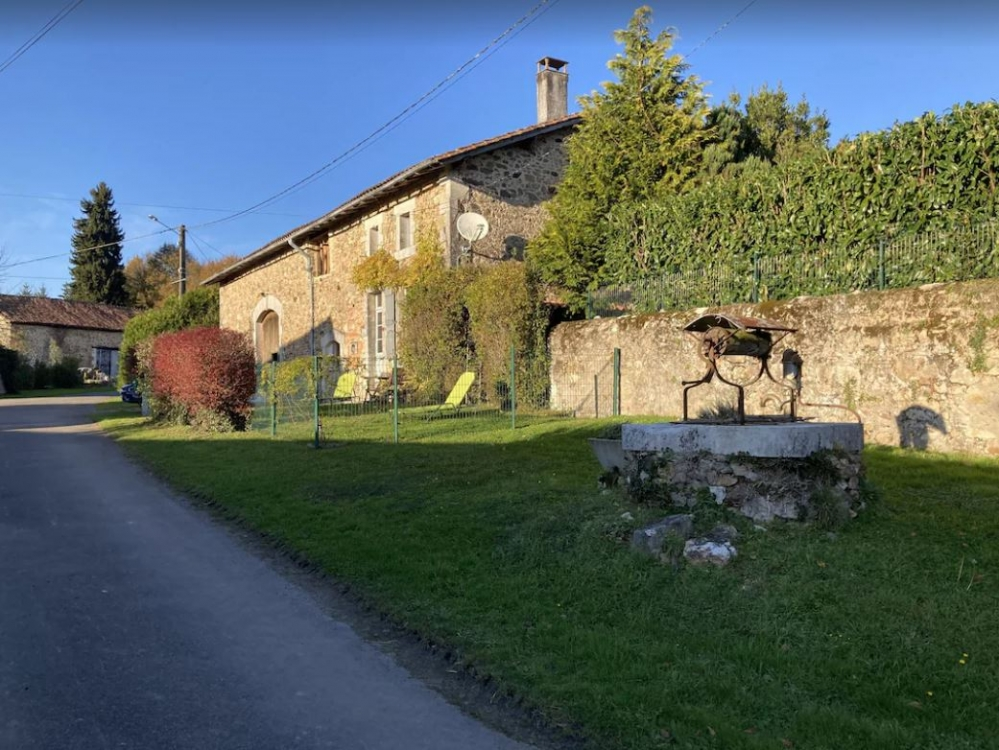 Laveda Farmhouse with Private Pool in Le Lindois, Charente, Poitou Charentes