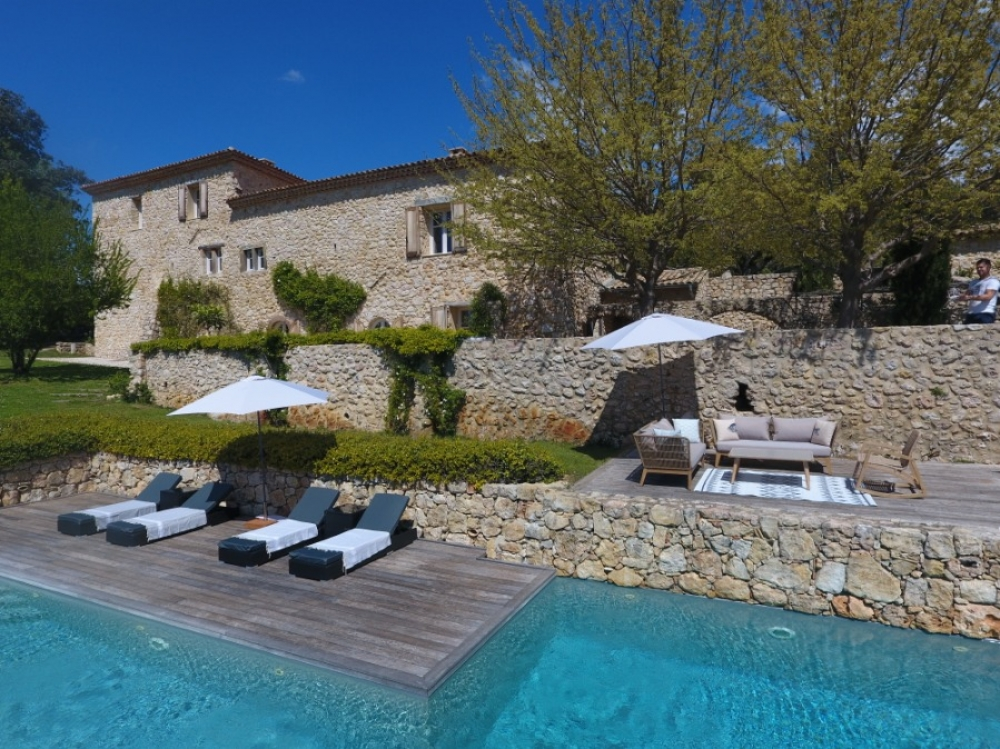 Holiday Home with Private Pool in Bagnols-en-Foret, Provence - Bastide la Cléola