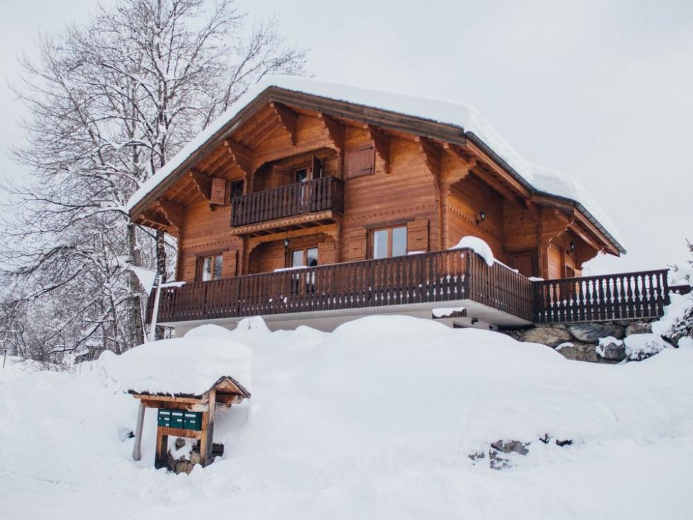 Traditional Chalet in Les Carroz, Haute-Savoie - Chalet Soleil Riant