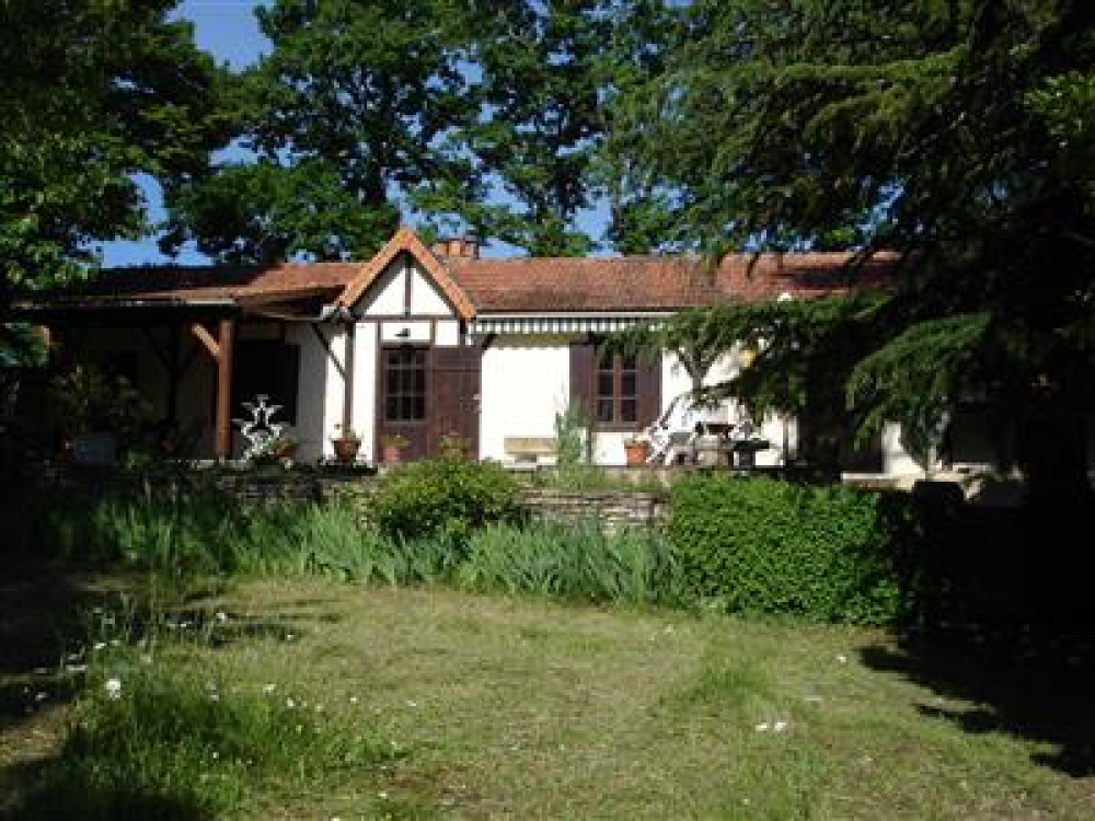 Charming Cottage with Private Garden Located in the Heart of The Dordogne, Near Sarlat